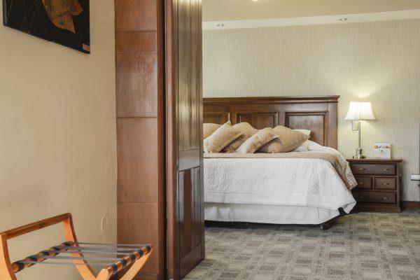 http://www.tolomahotel.com/wp-content/uploads/2019/07/detalle-suit-3-600x400.jpg