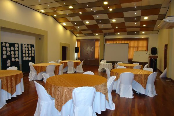 http://www.tolomahotel.com/wp-content/uploads/2019/07/mesas-de-trabajo-COBRIZOS-600x400.jpg